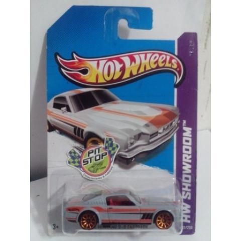 Hot Wheels - 65 Mustang 2 + 2 Fasback Cinza - Mainline 2013