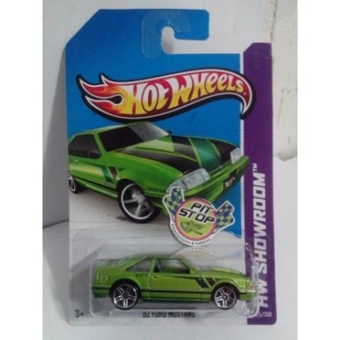 Hot Wheels - 92 Ford Mustang Verde - Mainline 2013