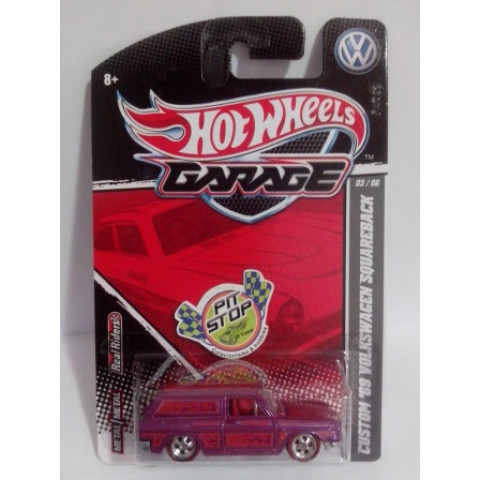 Hot Wheels - Custom 69 Volkswagem Squareback (Variant) Rosa - Garage