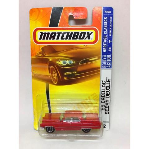 Matchbox - 69 Cadillac Sedan Deville Vermelho - Básico 2007 - Leia