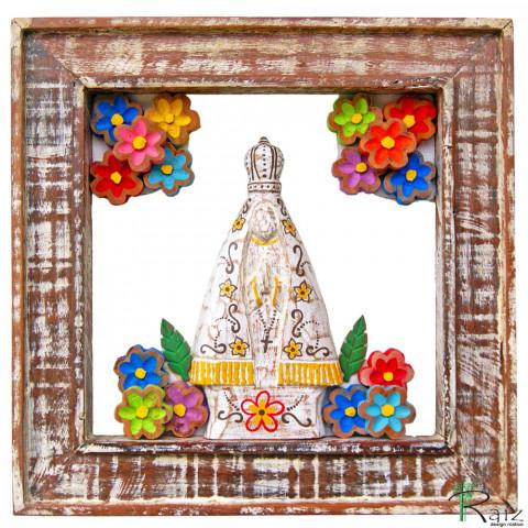 Quadro Vazado Nossa Senhora Aparecida com Flores Madeira Pátina Branca Encerado 40 cm