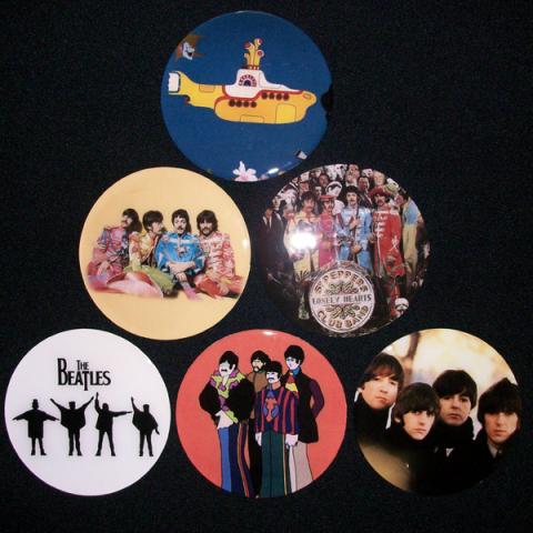 Conjunto de 6 Porta Copos Resinado com Ímã The Beatles