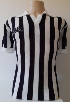 Camisa Retrô do Juventus 1982-1983 Listrada - Confecção em até 18 dias úteis.